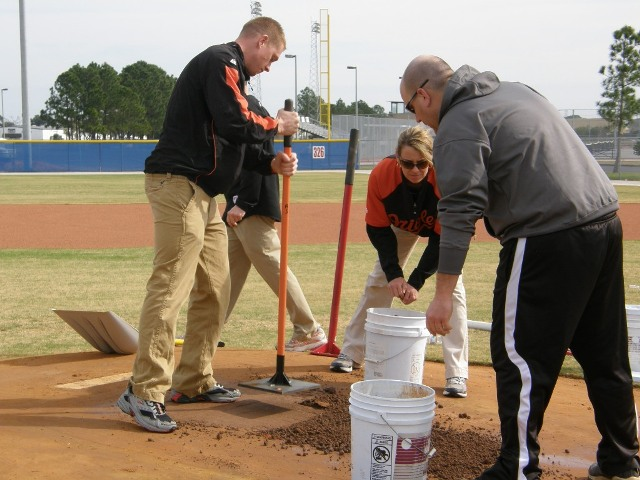 MLB Groundskeeper Field Day - January 2010 - 63.JPG